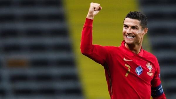 Cristiano Ronaldo đang nắm giữ vị trí cầu thủ bóng đá nổi tiếng nhất trên mạng xã hội