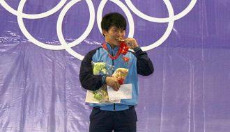 Lực sĩ Việt Nam được trao huy chương Olympic sau 8 năm